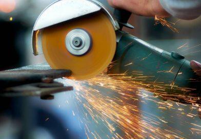 Vaut-il mieux acheter ou louer son matériel industriel ?